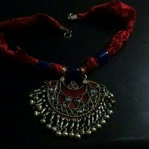 Jewelry - Artesian silver tone necklace